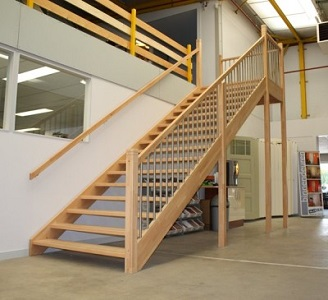 bedrijfpand trappen
