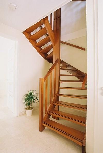 mahonie houten trap