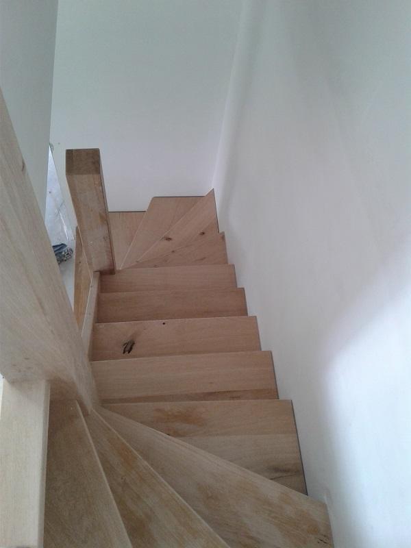 Robuust eikenhouten trappen opelkaar